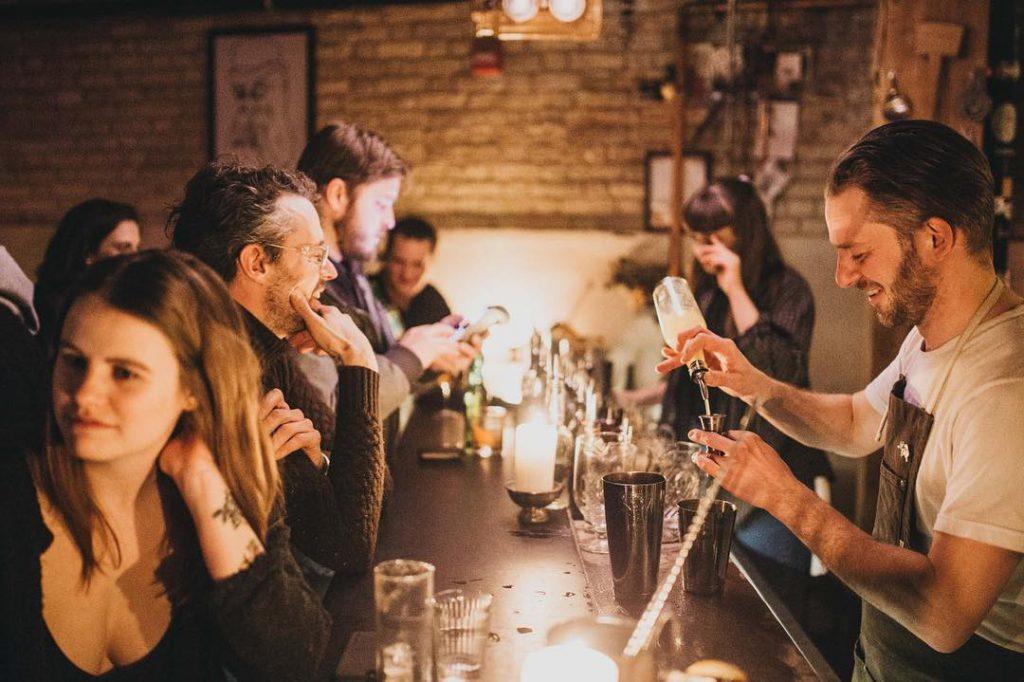 Bartender, Forth, People, Talking